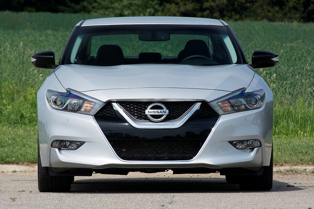 2018-Nissan-Maxima-front-angle-grille